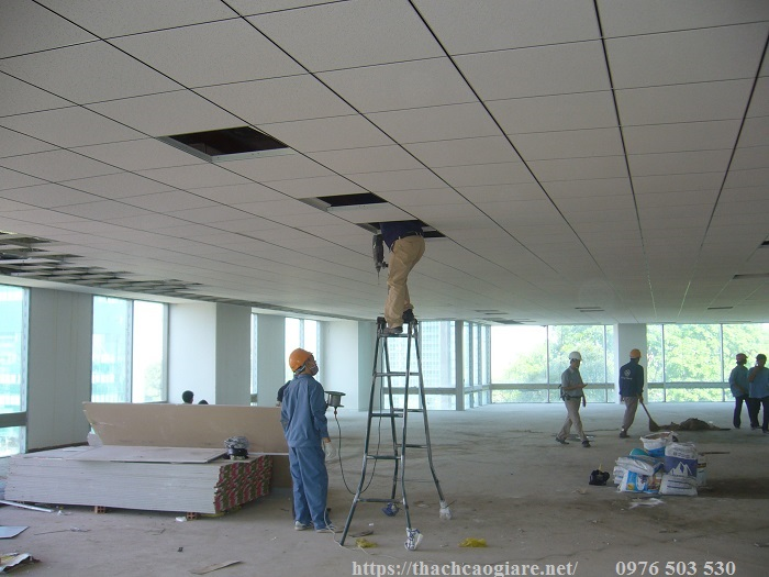 trần thạch cao thả văn phòng