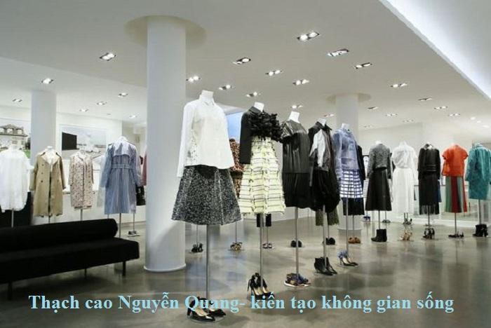 Mẫu trần thạch cao cửa hàng thời trang